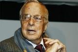 94-летний режиссер-гей обвинил его в злоупотреблении актер