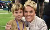 Пинк и Кэри Харт опубликовали редкие архивные фото дочери на ее 10-летие