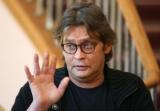 Александр Домогаров сказал, что его коллеги ему плюют в спину